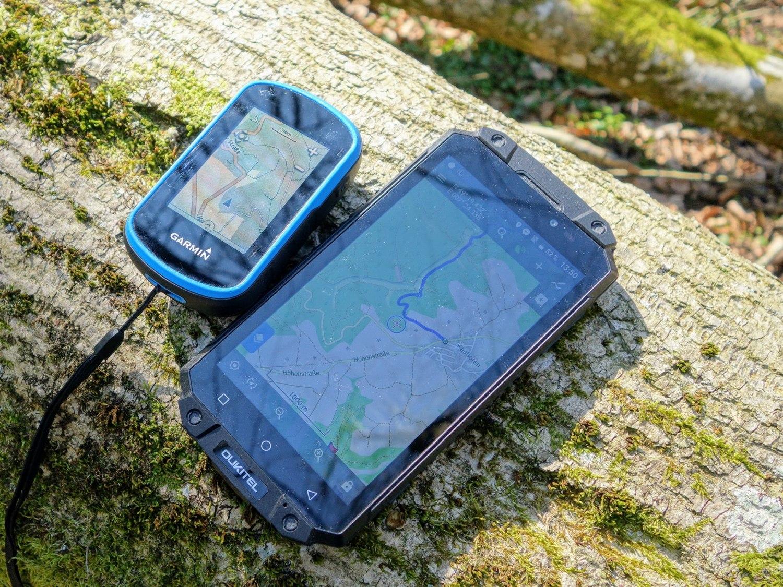 Garmin eTrex touch und ein Oukitel Rugged-Phone