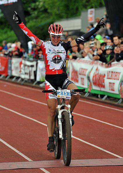 Pia Sundstedt gewinnt nach 2005 und 2007 zum dritten Mal auf der langen ULTRA-Distanz vor Olympiasiegerin Sabine Spitz. (Fotograf Patrick Seeger)