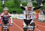 Der Schweizer Urs Huber gewinnt nach 116 Kilometern die ULTRA-Distanz gegen den Vorjahressieger Mike Felderer aus Italien im Zielsprint. (Fotograf Patrick Seeger)