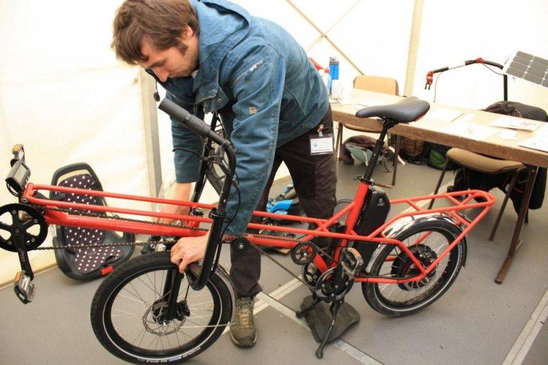 Multitalent: Den Spezi 2019 gewann Thibaut Salloignon für sein 20-Zoll-Fahrrad, das man aufrecht oder im Liegen fahren kann, aber auch als Tandem oder zum Kindertransport.