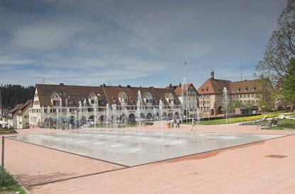 Unterer Marktplatz Freudenstadt mit Wasserspielen