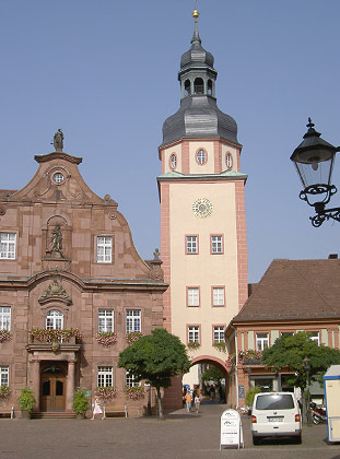 Ettlinger Rathaus mit Rathausturm