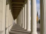 Säulengang der Stadthalle Karlsruhe