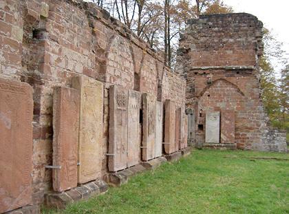 Klosterruine Wörschweiler, Grabplatten