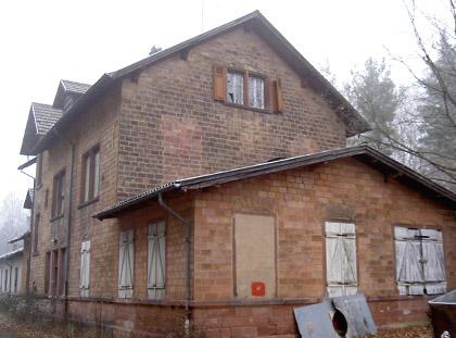 Ehem. Bf Jägersburg: Hauptgebäude