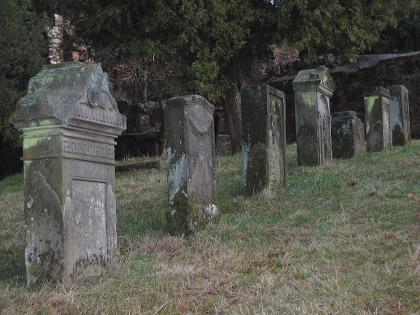 Gräber bei der Kapellenruine Meisenbach