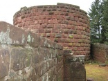 Mauer mit Bergfried