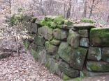 Römische Höhensiedlung Großer Berg: Reste der Toranlage