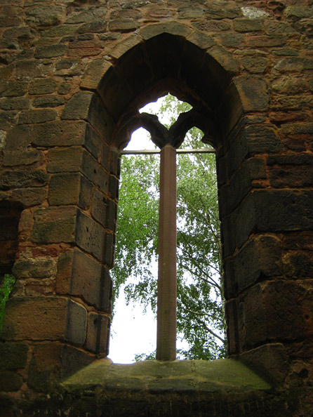 Beeder Turm - frühgotisches Fenster