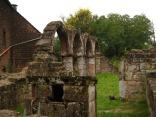 Verenakapelle, Altar und Bögen