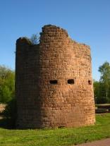 Eckturm der Burg Bucherbach