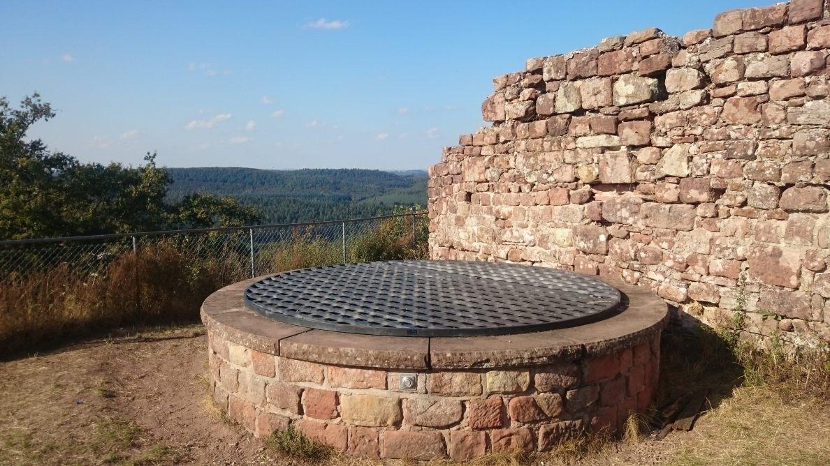 Burg Lemberg - Brunnenschacht