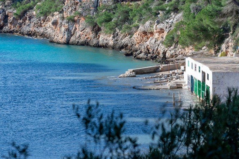Bucht Cala Pi mit Bootshaus